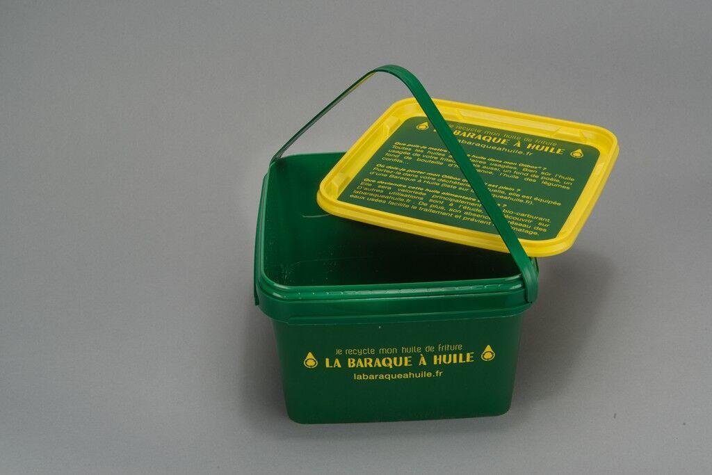 Seau pour apporter son huile usagée en déchetterie